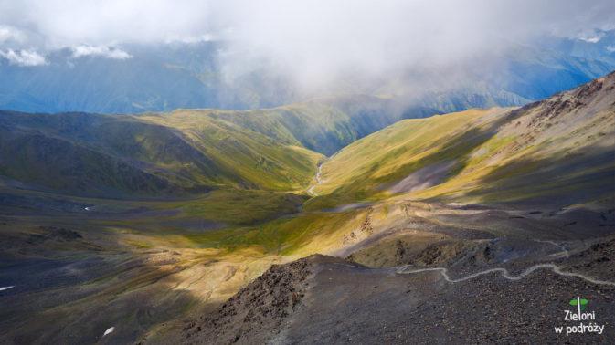 Widok z przełęczy Atsunta w stronę Chewsuretii