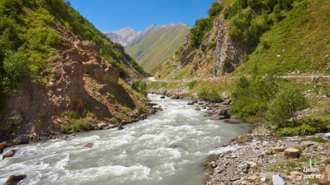 Kanion Kasari i wzburzona rzeka