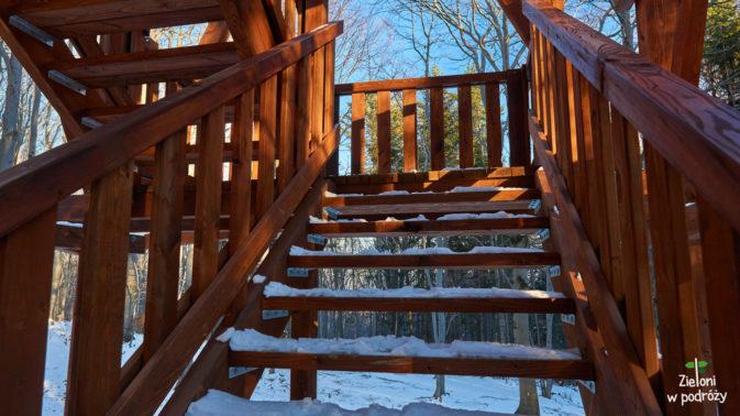 Teraz po schodach na górę