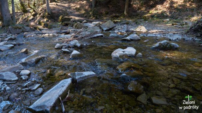 Przez rzekę, a potem pod górę